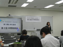 学校心理・学校健康教育・発達支援コース修士論文中間発表会を実施