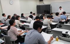 幼年教育・発達支援コース夜間クラス修士論文中間発表を実施しました