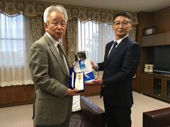 モンゴル国立教育大学体育学部長エンクハイサン教授らが本学を訪問しました
