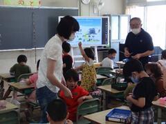 附属小学校1年生児童が「六甲珠のれんプロジェクト」に参加しました