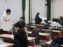 今夏の教員採用試験を受験する学生を対象に模擬授業&集団面接・集団討論特訓講座を実施しました